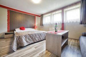 Noclegi E-Stay Bydgoszcz - Pokój Karmazynowy - łożko dwuosobowe